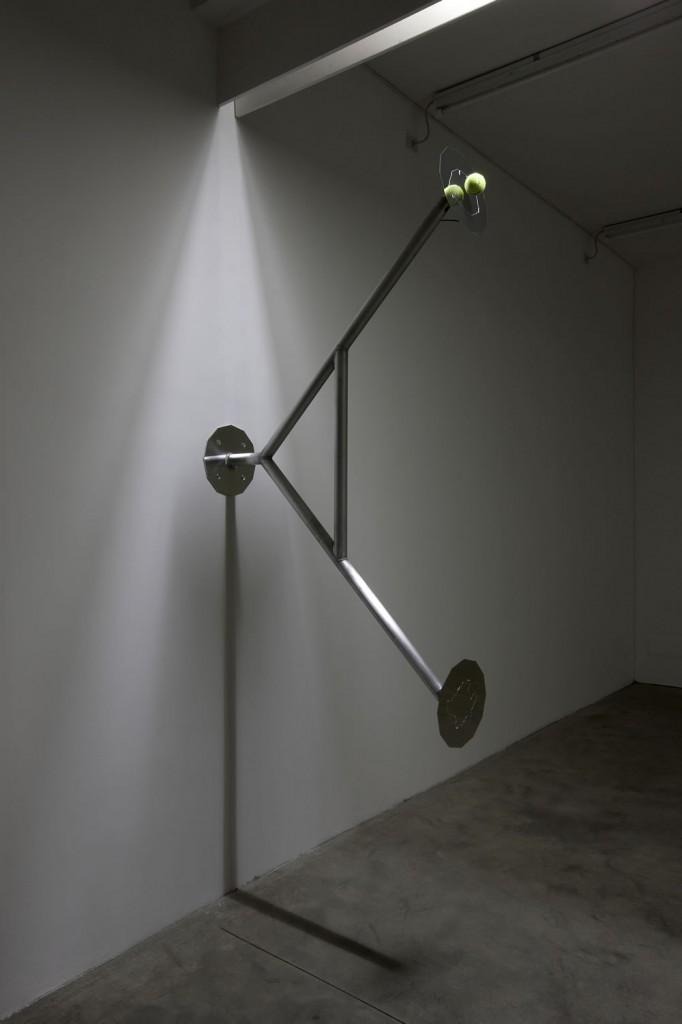 [Electromagnetic levitation fields, tennis balls, aluminium, 125 x 150 x 30 cm]
